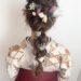袴に合わせたドライフラワーで飾りつけた編み下ろしヘアアレンジ